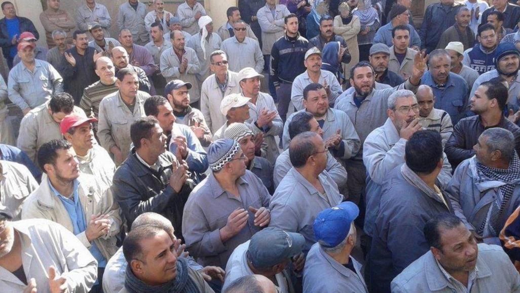 رجال أعمال أكدوا أن العمال هم أكبر المتضررين من توقف الاقتصاد بسبب جهود مكافحة فيروس كورونا  (الجزيرة)