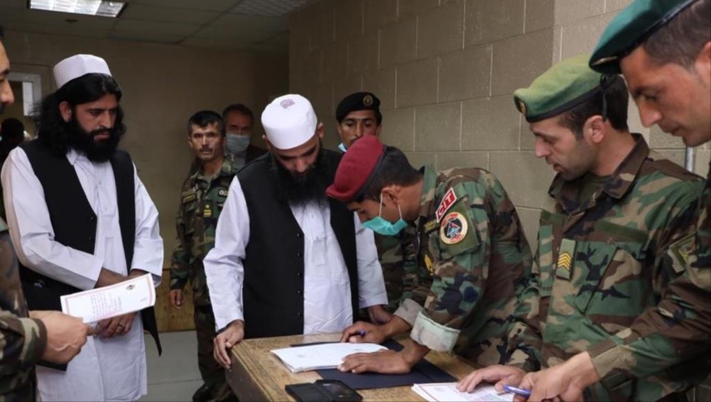 حركة طالبان وحكومة كابل بدأتا فعليا تنفيذ اتفاق الدوحة للسلام (الأناضول)