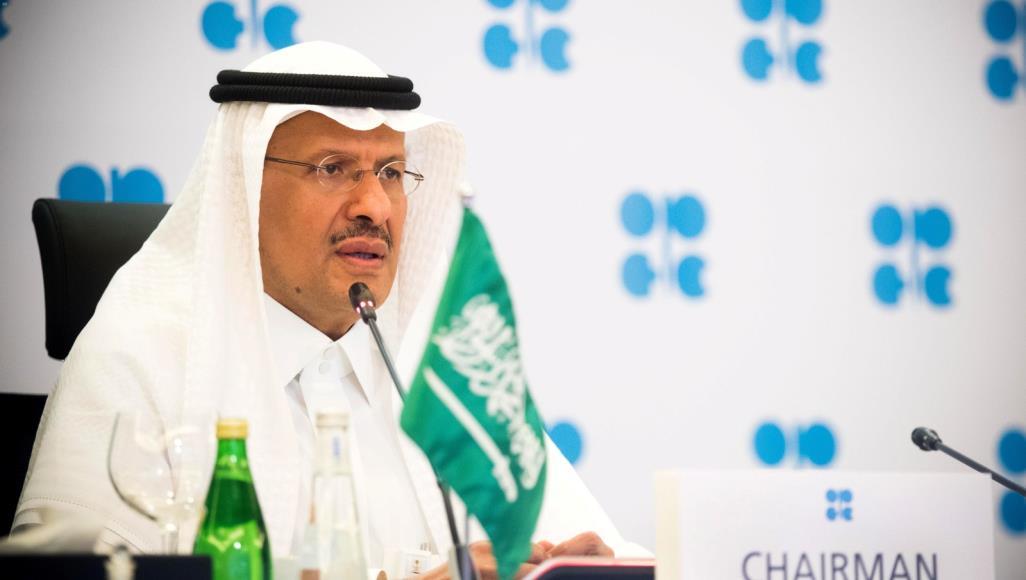 وزير الطاقة السعودي الأمير عبد العزيز بن سلمان متحدثا في أحد الاجتماعات الأخيرة عبر الفيديو لأوبك وحلفائها (رويترز)