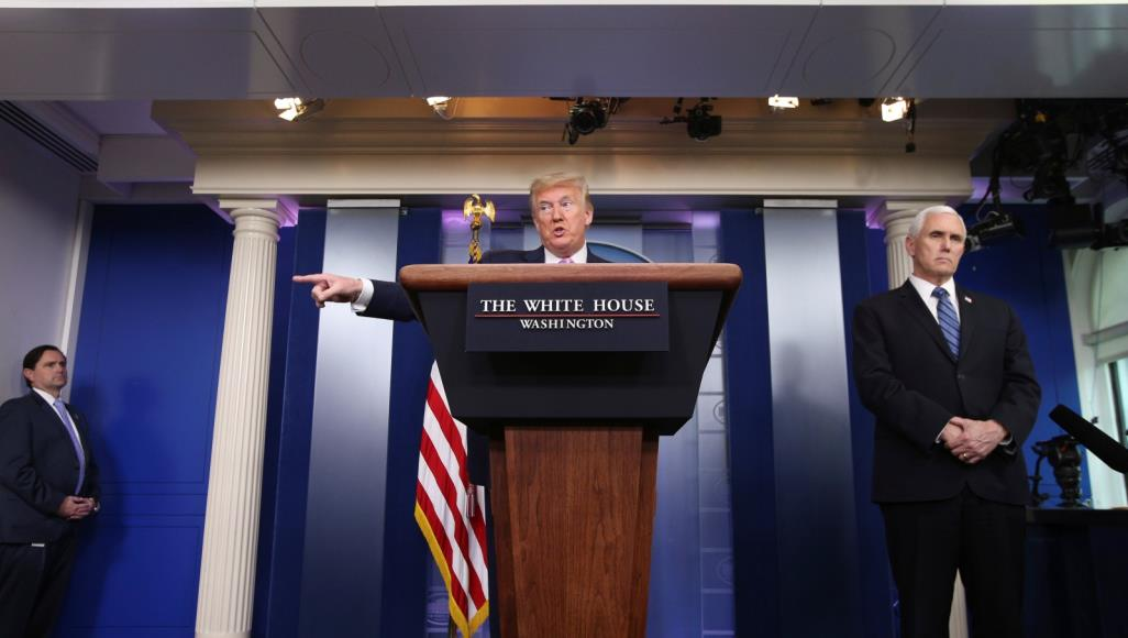 ترامب خلال مؤتمر صحفي عقده قبل يومين بشأن تطورات فيروس كورونا (رويترز)