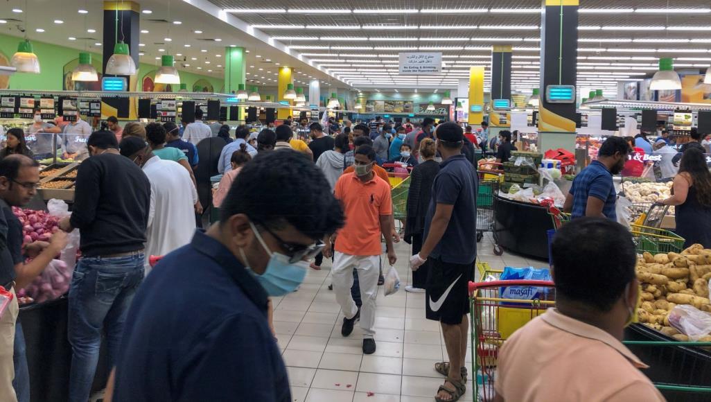 الإمارات تضغط على الدول لإعادة مواطنيها الذين فقدوا وظائفهم في الظروف الحالية (رويترز)