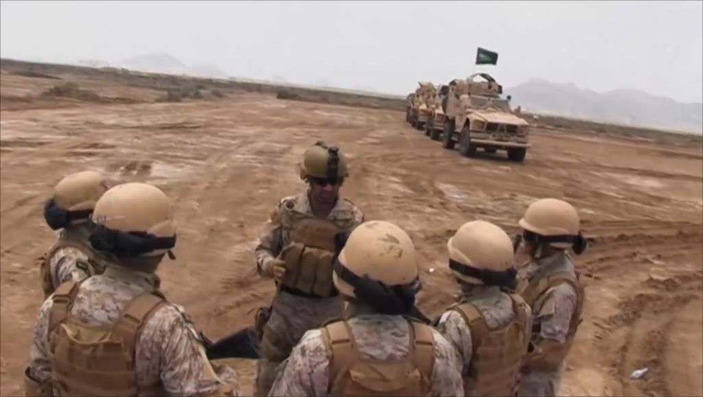 تعزيزات تتكون من آليات ومصفحات وعربات عسكرية سعودية وصلت إلى محافظة المهرة (الجزيرة)