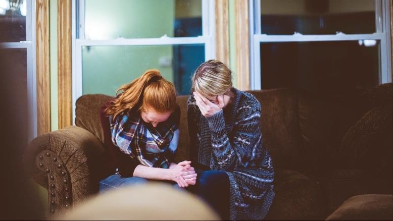 البكاء المكتوم هو إشارة إنذار لمواجهة الإنسان لأشرس أنواع الاكتئاب(بيكساباي)