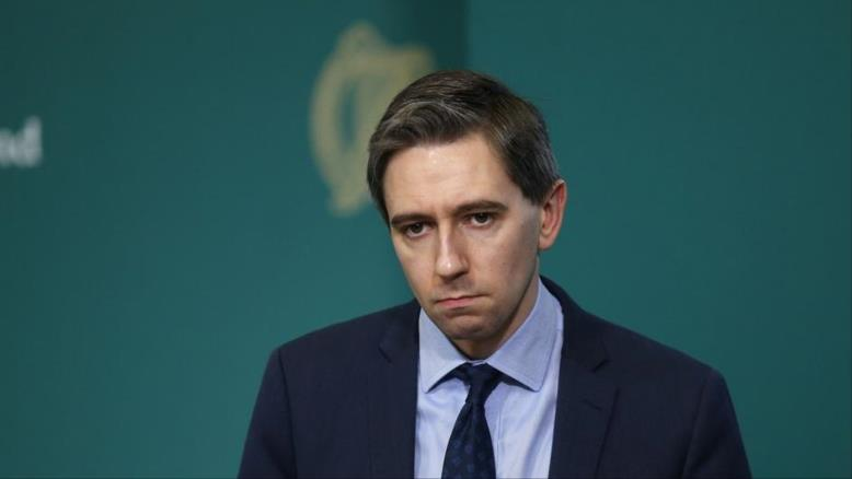 سيمون هاريس وزير الصحة الإيرلندي(مواقع التواصل)