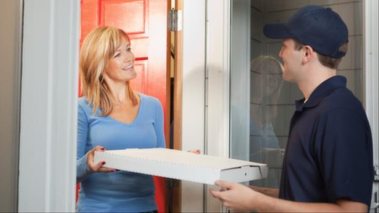 العمال يستمرون في توصيل الطلبات لمدة عمل تتراوح بين 8 و12 ساعة ويكافحون للوصول إلى مرافق غسيل اليدين(مواقع التواصل)