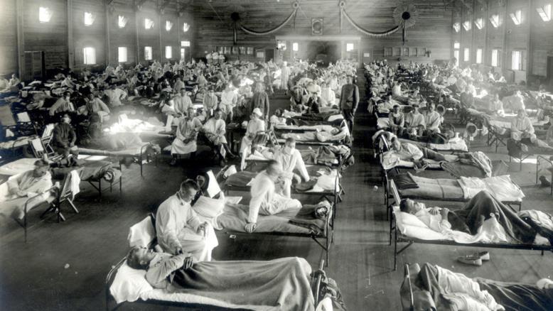 مستشفى ميداني لعلاج مرضى الإنفلونزا الإسبانية في بداية القرن الماضي(مواقع التواصل)
