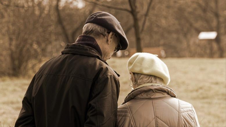 تفشي فيروس كورونا يمثلخطرا على حياة كبار السن (بيكساباي)