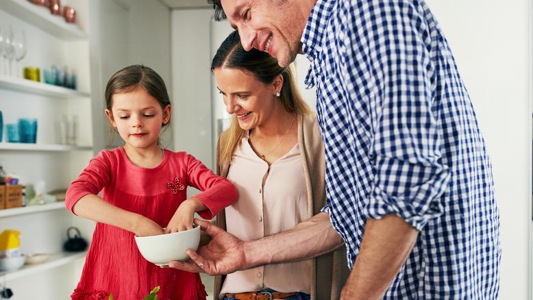 ينبغي على الوالدين الإشادة بجميع إنجازات طفلهم مهما كانت بسيطة(غيتي)