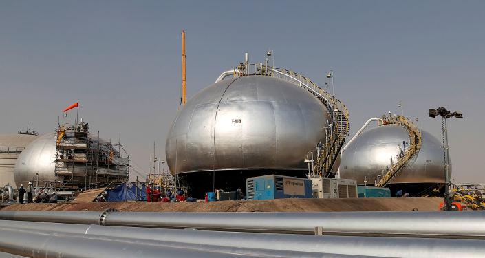 صورة أسعار النفط تهبط مع توقعات بانخفاض مبيعات الوقود في الهند