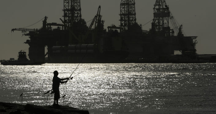 صورة أسعار النفط تصعد أكثر من 1% مع تحسن المعنويات بفعل آمال الطلب