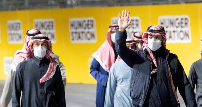 """صورة صحيفة: ابن سلمان يشيد """"أهرامات"""" ترتفع قريبا وسط الصحراء… صور وفيديو"""