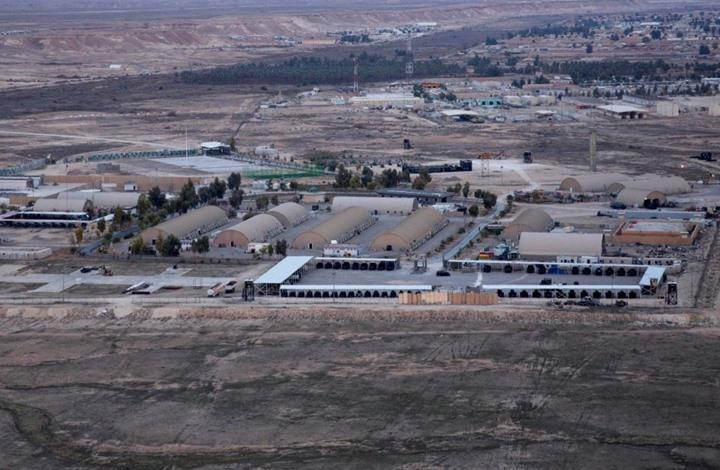 صورة هجوم بالصواريخ يستهدف قاعدة تضم قوات أمريكية بالعراق