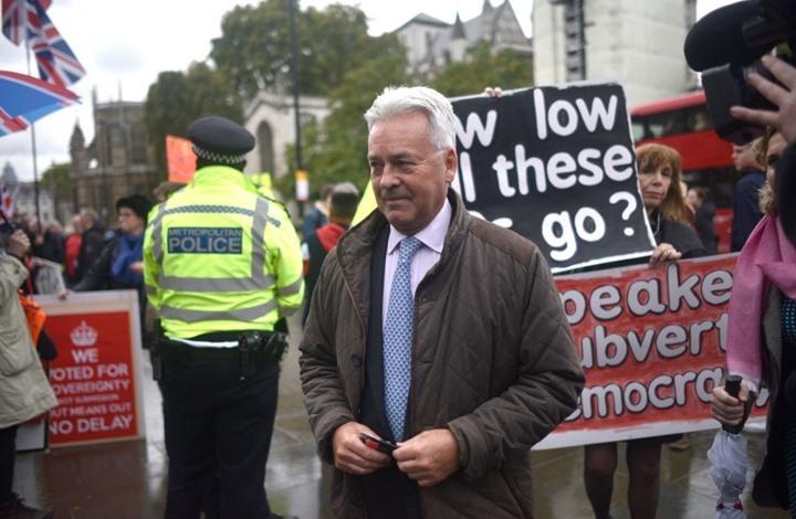 صورة كتاب مثير لسياسي بريطاني يتحدث عن عُمان ونفوذ إسرائيل وبريكست