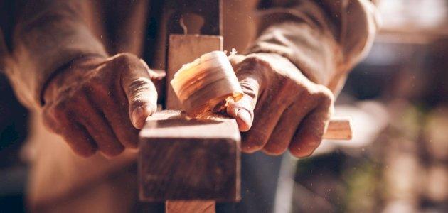 صورة أفضل أنواع الخشب للأثاث: احذر فليست كل الأنواع مناسبة!