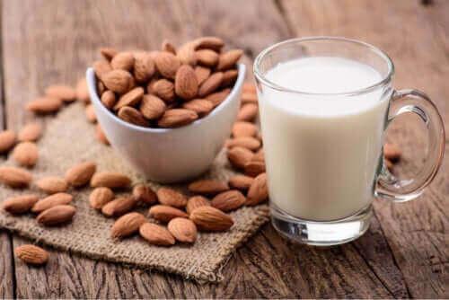صورة حليب اللوز للأطفال – فوائد وعيوب إدراج حليب اللوز في النظام الغذائي للأطفال