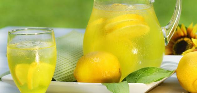 صورة ما فائدة عصير الليمون على الريق