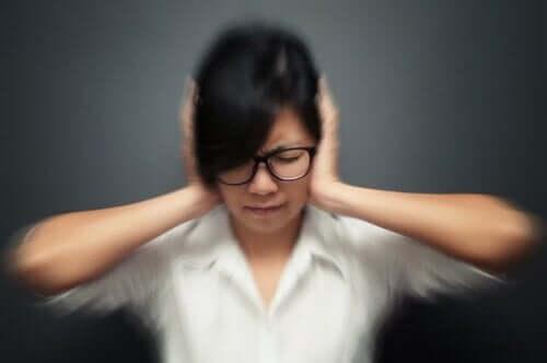 صورة 5 عادات يمكن أن تؤدي إلى نوبات الصداع النصفي
